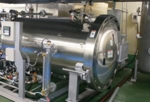 大型の加圧加熱殺菌(レトルト)機