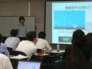 店長会議での説明の様子 - 情報システムの業務