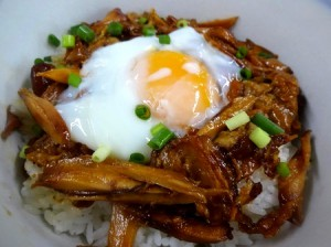 手羽煮丼 - さんわの手羽煮アレンジレシピ