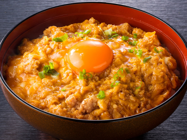 名古屋コーチン月見鶏そぼろ親子丼 - 鶏三和