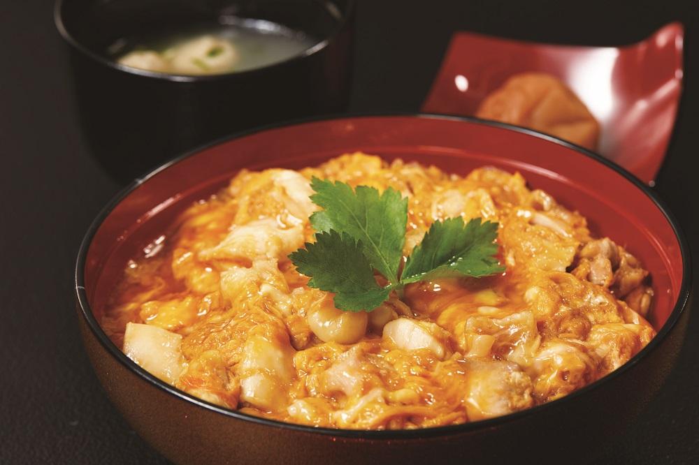 三和の純鶏名古屋コーチン親子丼(調理イメージ)